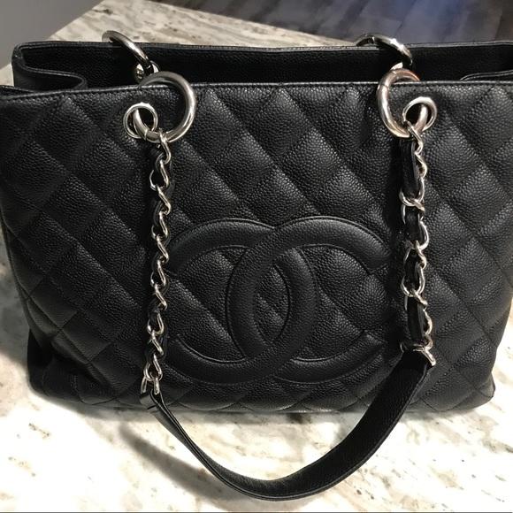 da315faf0ce9 Chanel Handbags - Authentic Chanel GST classic caviar Handbag